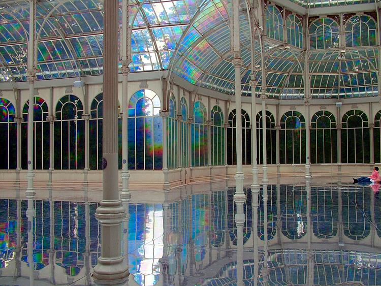To Breathe - A Mirror Woman, 2006, site specific installation at Palacio de Cristal, Parque del Retiro, Madrid. Courtesy: Museo Nacional Centro de Arte Reina Sofía, Madrid