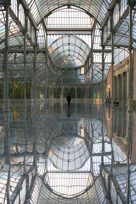 Kimsooja: To Breathe - A Mirror Woman, 2006, site specific installation at Palacio de Cristal, Parque del Retiro, Madrid. Photo: Jaeho Chong. Courtesy: Museo Nacional Centro de Arte Reina Sofía, Madrid
